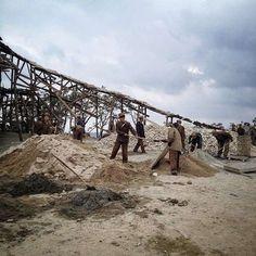 North Korea _ Men building a skiing - slope !!! ..............So werden in Nordkorea Skipisten gebaut  (gesehen am Masik-Pass).
