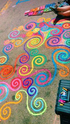 Sidewalk Art Design Street Art, We're sharing an Easy Sidewalk Chalk Art project that everyone can do. This Mosaic Sidewalk Chal, 3d Chalk Art, Chalk Wall, Doodle Challenge, Fred Instagram, Chalk Design, Sidewalk Chalk Art, Sidewalk Chalk Pictures, Chalkboard Art, Body Painting