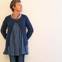 """Pretty (me) de Nadia Crétin-Léchenne tricoté par Anne (blablaetc) en Ulysse """"baleine bleue"""""""