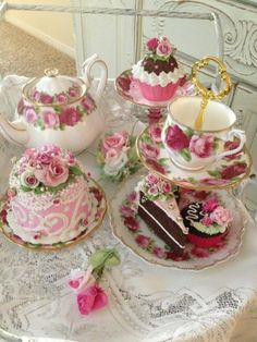 Love this Pink Tea Set! : Love this Pink Tea Set! Vintage Tea, Vintage Party, Shabby Vintage, Café Chocolate, Tea Cart, Afternoon Tea Parties, Teapots And Cups, Teacups, Tea Service