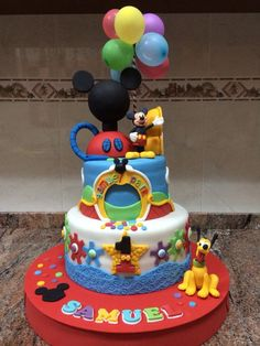Tarta LA cas y el parque de Mickey Mouse.