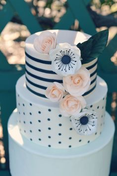 Sophisticated and romantic cakes. Always custom designed to meet every brides needs by @countrycakeshop