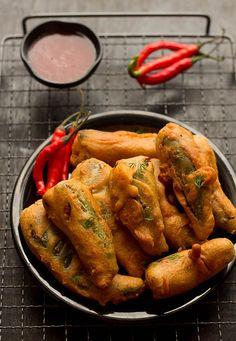 Mirch Pakora, How to make Bharwa Mirch Ka Pakora Recipe Pakora Recipes, Veg Recipes, Indian Food Recipes, Asian Recipes, Vegetarian Recipes, Snack Recipes, Cooking Recipes, Easy Recipes, Easy Snacks