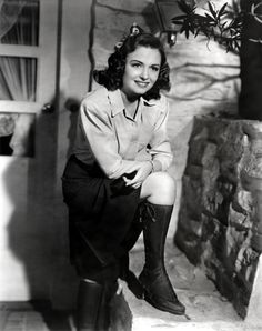 Donna Reed.  Would love to know what movie (if any) this is from!