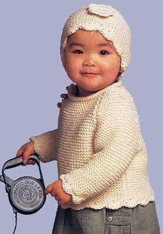 Вязание спицами для детей. Вязаные кофточка и шапочка.