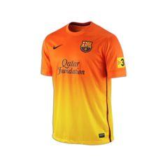 Nieuw, oranje uit shirt van voetbal club Barcelona van het seizoen 2012 - 2013. FC Barcelona komt in het nieuwe voetbalseizoen in deze oranje Barcelona shirts uit in de Primera Division.