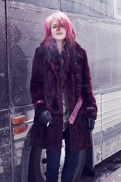 In love with this gorgeous burgundy fur coat on Alison Mosshart! Burgundy Fur Coat, Laura Marling, Alison Mosshart, Rock Style, My Style, Chola Style, Girl Smoking, Queen, Dressed To Kill