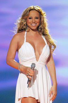 See Mariah Carey pictures, photo shoots, and listen online to the latest music. Mariah Carey 90s, Mariah Carey Pictures, Janet Jackson, Latest Music, Freddie Mercury, Jennifer Lopez, Beyonce, Most Beautiful, Beautiful Ladies