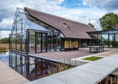 Image 1 of 15 from gallery of Modern Countryside Villa / Maas architecten. Photograph by Edith Verhoeven Dome Greenhouse, Greenhouse Plans, Roof Design, House Design, Grid Design, Villas, Hillside House, World Photo, Glass House