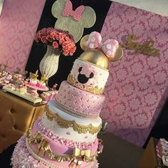 Today's post is about wonderful cakes in the Minnie Rosa version! Minnie Mouse Rosa, Mickey And Minnie Cake, Bolo Minnie, Minnie Mouse Birthday Cakes, Minnie Mouse Theme, Minnie Mouse Baby Shower, Mickey Cakes, Mickey Party, Bolo Fake Minie