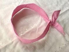 Verspieltes 50er Jahre Haarband zum binden mit Draht innen. Ohne nerviges Gummi!   Baumwollstoff Polka Dots rosa-weiß.