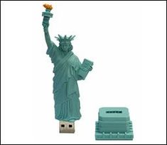 Statue of Liberty USB; show your patriotism and love for data storage! Computer Gadgets, Usb Gadgets, Cool Gadgets, Usb Drive, Usb Flash Drive, Cute Portable Charger, Cool Pencil Cases, Creative Inventions, Usb Hub