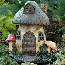 lyhted fairy house with brown roof - Pesquisa Google