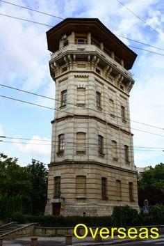 Torre de Agua de Chisinau, fue construida en 1892, mide 22 m. y las paredes están hechas con hileras de piedras de diferentes tonalidades, era la principal red de distribución  de agua de la ciudad, hoy día es la sede del Museo de la Historia.