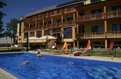 Moderný hotel Avalanche v podtatranskej obci Štôla priamo pod Gerlachovským štítom. Vonkajší bazén, wellness, reštaurácia.