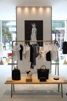 Clothing Store Interior, Clothing Store Design, Boutique Interior Design, Showroom Design, Fashion Store Design, Store Layout, Store Interiors, Retail Interior, Ideas