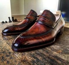 Alligator shoes and men's alligator boots, loafers, sneakers for sale, all our genuine alligator skin shoes are handcrafted by professional craftsmen. Penny Loafers, Leather Loafers, Leather Slip Ons, Loafers Men, Leather Men, Formal Shoes, Casual Shoes, Dream Shoes, Luxury Shoes