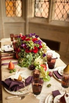 25 Thanksgiving Décor Ideas In Dramatic Purple | DigsDigs