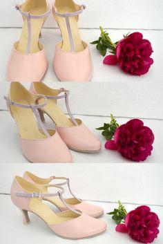 Stiletto Heels, Pumps, Lighting, Shoes, Fashion, Zapatos, Moda, Shoes Outlet, La Mode
