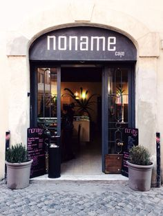 Noname Cafe i Roma, Lazio  I used to drink coffie here, every day for a year. The owner is a nice man, so you just like him right away.