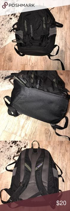 Black Refugio 28L Patagonia backpack There is a clip missing on the straps but other than that it's in good condition! No holes or tears Patagonia Bags Backpacks