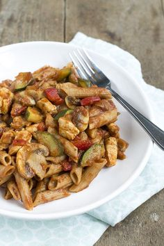 Quick pasta with chicken, zucchini and pesto sauce - Brenda Boils! - Quick pasta with chicken, zucchini and pesto sauce – Brenda Boils! Pesto Pasta, Pesto Sauce, Chicken Zucchini, Chicken Pasta, Pasta Recipes, Gourmet Recipes, Healthy Recipes, Food Preparation, Food Print