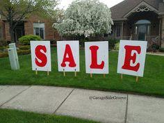 Signs that Attract Buyers to your Garage Sale Yard Sale Signs, Garage Sale Signs, For Sale Sign, Yard Art Crafts, Diy Crafts, Garage Sale Organization, Organizing, Garage Sale Pricing, Yard Swing