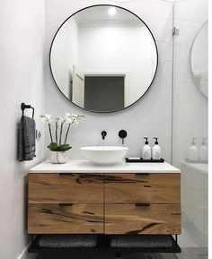 Beautiful Bathroom Mirror Ideas For a Small Bathroom, lovely bathroom mirror ideas are enjoyable, stylish and creative which is ideal for your bathroom. Diy Bathroom Remodel, Shower Remodel, Bathroom Renos, Bathroom Renovations, Bathroom Interior, Bathroom Ideas, Bathroom Inspo, Bathroom Designs, Inexpensive Bathroom Remodel