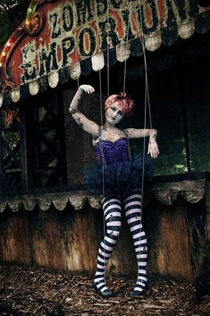 Circus marionette gets caught by passing zombie freak show,told not to hang around on street corners Broken Doll Halloween Costume, Creepy Doll Costume, Halloween Circus, Creepy Dolls, Marionette Costume, Halloween Forum, Costume Makeup, Ghost Costumes, Devil Costume