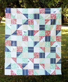 Create a cheerful lap quilt with this half square triangle quilt pattern! This HST quilt tutorial is perfect for girls and comes with a printable quilt layout. Scrappy Quilt Patterns, Jelly Roll Quilt Patterns, Applique Quilts, Block Patterns, Lap Quilts, Small Quilts, Mini Quilts, Quilt Blocks, Quilting Projects