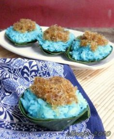 Ketan Biru (Blue Glutinous Rice-Solo Style).   To give a proof that the Javanese did (or still does) use bunga telang (blue pea vine) to colour this not just the Sumatran (Malay) does it.