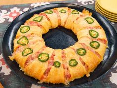 Sunny Anderson's Hot Ham and Cheese Wreath - (Not low calorie, low carb, or low fat... but it does look like fun in a once-a-year kind of way.) Bread Appetizers, Appetizer Recipes, Appetizer Dips, Appetizers For Party, Yummy Appetizers, Holiday Recipes, Christmas Recipes, Christmas Time, Hot Sandwich Recipes