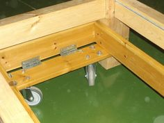 Mobile work bench with retractable wheels