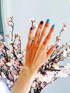 Flash-Tatoos und Multi-Colour-Nägel sind DER Trend für jedes Sommer-Festival.