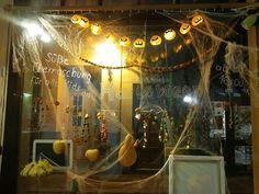Klunkerfisch-Laden in der Kuhgasse 7 in 06108 Halle (Saale). Halloween beim Klunkerfisch! :)
