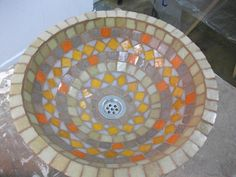 refaccionar bacha con mosaiquismo - Buscar con Google Mosaic Art, Mosaic Glass, Bowl Sink, Plate Art, Foliage Plants, Plates And Bowls, Beach Mat, Projects To Try, Outdoor Blanket