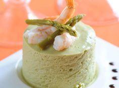Découvrez la recette Bavarois aux asperges et aux crevettes sur cuisineactuelle.fr.