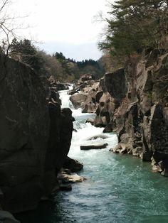厳美渓(げんびけい)は、岩手県一関市にある磐井川中流の渓谷。栗駒山を水源とする。全長2キロメートル。1927年に国の名勝及び天然記念物に指定された。