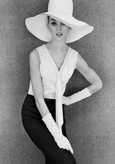 Jean Shrimpton..... LOVE the hat and make-up here! So beautiful.