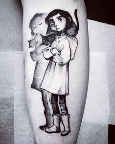 Awesome black and grey cartoon tattoo style of Coraline motive done by tattoo artist Felipe Kross Mr Cartoon Tattoo, Cartoon Character Tattoos, Coraline Tattoo, Coraline Art, Body Art Tattoos, Tattoo Drawings, Sleeve Tattoos, Tatoos, Movie Tattoos