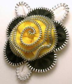 Items similar to Zipper Flower Pin Brooch Yellow Black & White on Etsy Zipper Flowers, Felt Flowers, Crochet Flowers, Fabric Flowers, Zipper Bracelet, Zipper Jewelry, Ribbon Flower Tutorial, Bow Tutorial, Ribbon Hair Bows