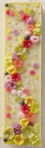 WOW - that is one beautiful soap.  I can't see me making it but I can dream of being that talented