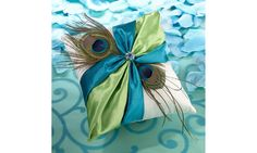 Coussin à alliances plume de paon www.lescouleursdumariage.com