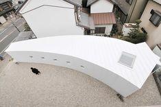Curved Little House / Studio Velocity