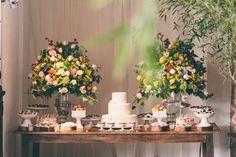 mesa de bolo perfeita!  pequena, simples