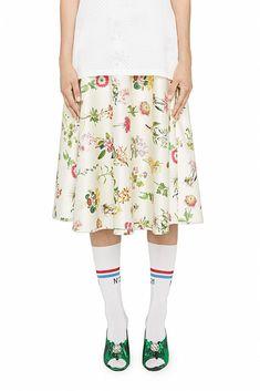 Floral printed satin skirt, zip closure on the back. Satin Skirt, Champagne Color, Floral Prints, Ballet Skirt, Resort, Skirts, Primavera Estate, Style, Fashion