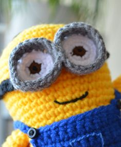 http://wixxl.com/free-amigurumi-patterns/ Free Dave the Minion Amigurumi Pattern