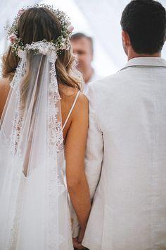 Noivos lindos, pé na areia e muita descontração! Assim foi o casamento de Marília Boaretto e Marcio Gianotto, no Luai CabanasMaresias, litoral norte de Sã