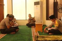 Kapolres Gresik Ajak Anggota Ngaji Bareng Selama Bulan Ramadhan One Day  One Juz