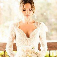 """""""Noiva linda, vestido perfeito! . Inspiração do IG super fofo:  @reallybride  . #blog #apenastrespalavras #simeuaceito #casar #casorio #casamento…"""""""